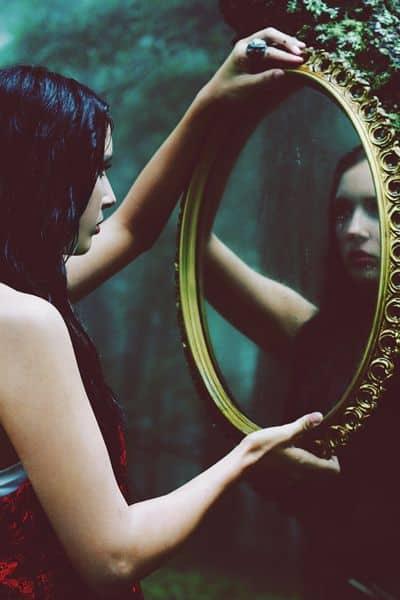 zrcadlo pohádka žena odraz afirmace mysl