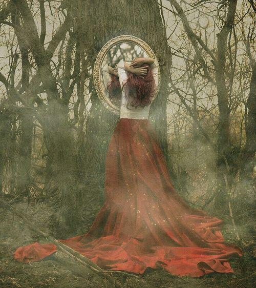 zrcadlo pohádkaa les dívka